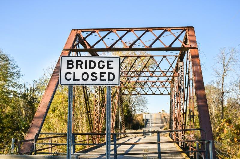 Brug gesloten teken op een oude brug royalty-vrije stock foto