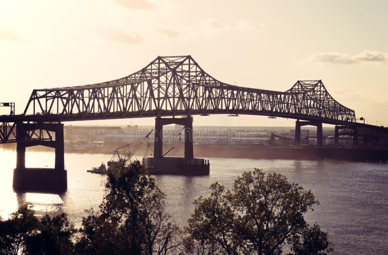 Brug op de Rivier van de Mississippi in Baton Rouge stock afbeelding