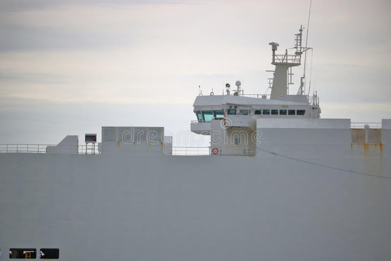 Brug op een Industrieel Vrachtschip royalty-vrije stock afbeelding