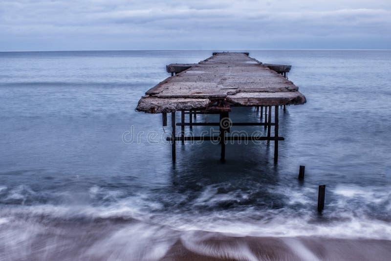 Brug op het overzees in Varna stock afbeelding