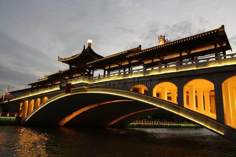 Brug op oud kanaal in Yangzhou royalty-vrije stock afbeeldingen