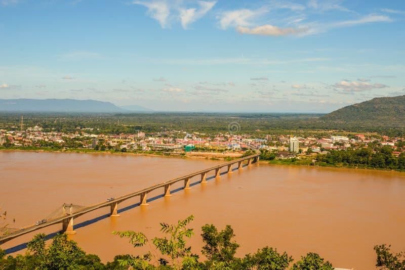 Brug over de Mekong Rivier in Pakse royalty-vrije stock foto