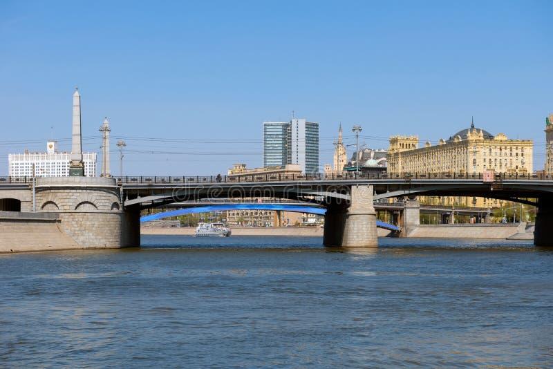 Brug over de Moskva-rivier stock afbeeldingen