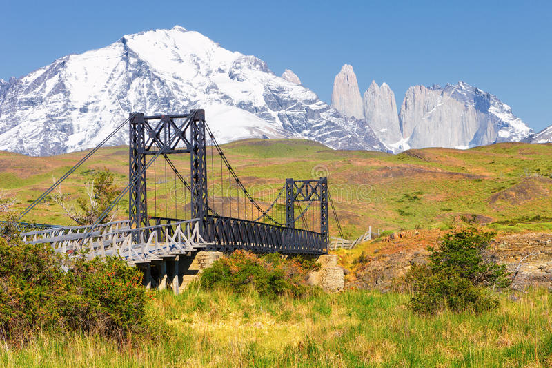 Brug over de rivier Paine, Torres del Paine National Park, Chi royalty-vrije stock foto's