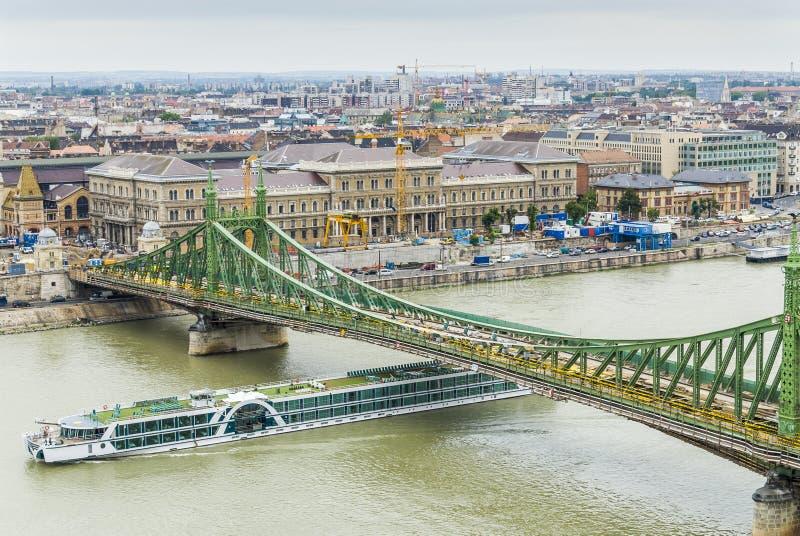 Brug over de rivier van Donau in Boedapest royalty-vrije stock foto