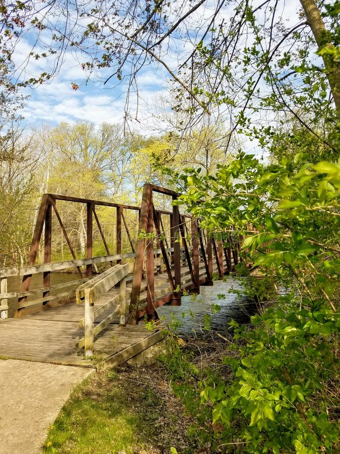 Brug over de Rivier van Huron, Eilandpark, Ann Arbor, Michigan stock afbeelding