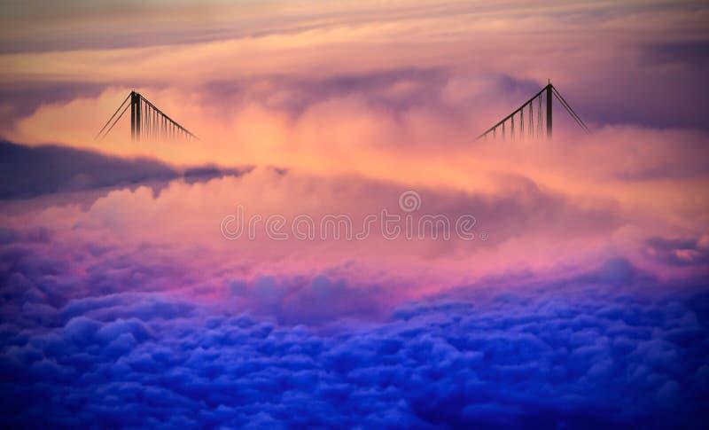 Brug over de wolken stock foto's