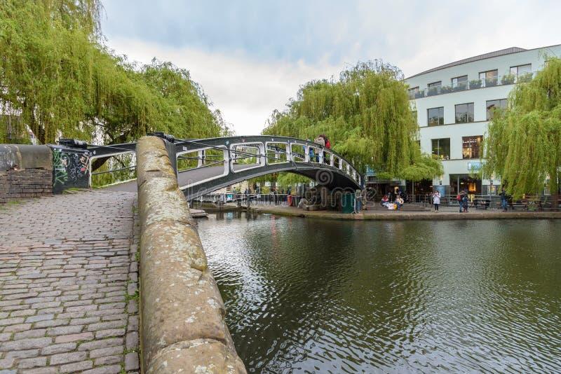 Brug over het kanaal van de Regent in Camden Town stock fotografie