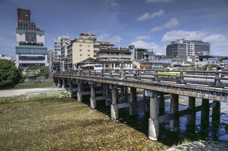 Brug over Kamo-rivier in Kyoto, Japan royalty-vrije stock fotografie