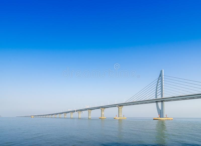Brug over overzees in Zhuhai China stock foto's