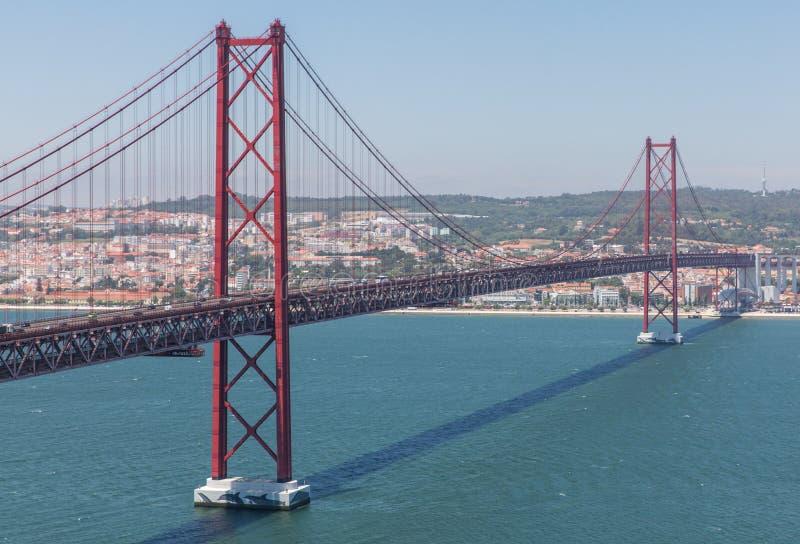 Brug over rivier, Lissabon royalty-vrije stock afbeeldingen