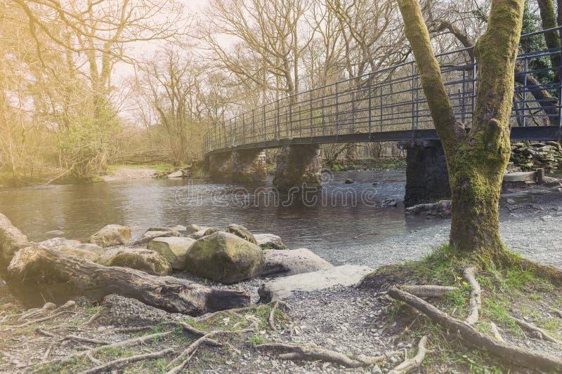 Brug over Rivier Rothay in Wit Moss Walks in Ambleside, het Nationale Park van het Meerdistrict in het Zuid-Lake District, Engela stock afbeeldingen
