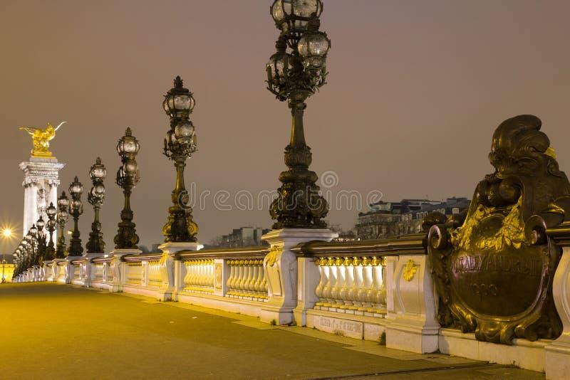 Brug in Parijs bij nacht royalty-vrije stock foto's