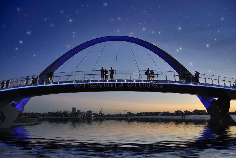 Brug in Perth onder sterrige hemel royalty-vrije stock afbeelding