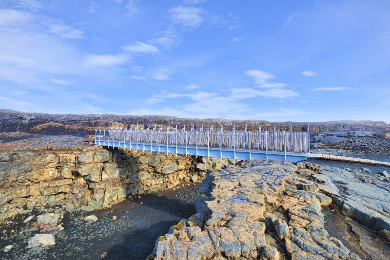 Brug tussen continenten IJsland stock afbeeldingen