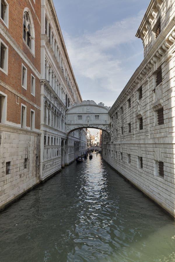 Brug van Sighs bij Doge` s Paleis, in Venetië, Italië stock afbeelding