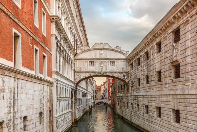 Brug van sighs in Venetië, Italië stock foto's