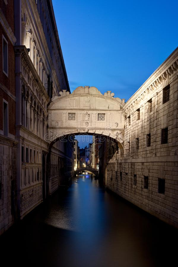 Brug van Sighs, Venetië, Venezia, Italië, Italië, nacht stock foto's