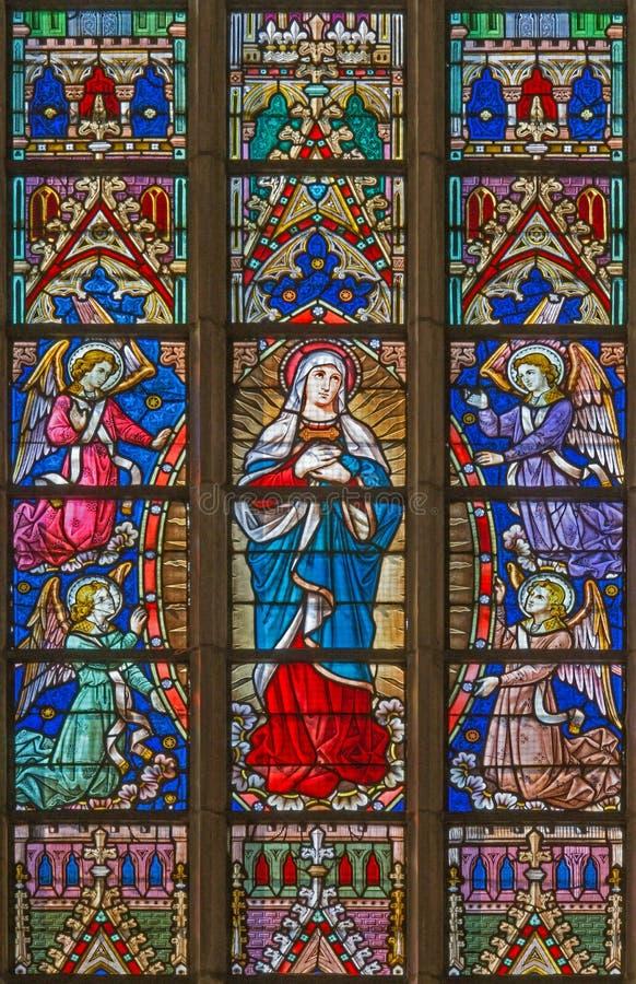 BRUGES BELGIA, CZERWIEC, - 12, 2014: Maryja Dziewica na windowpane w St Salvator katedrze obrazy stock