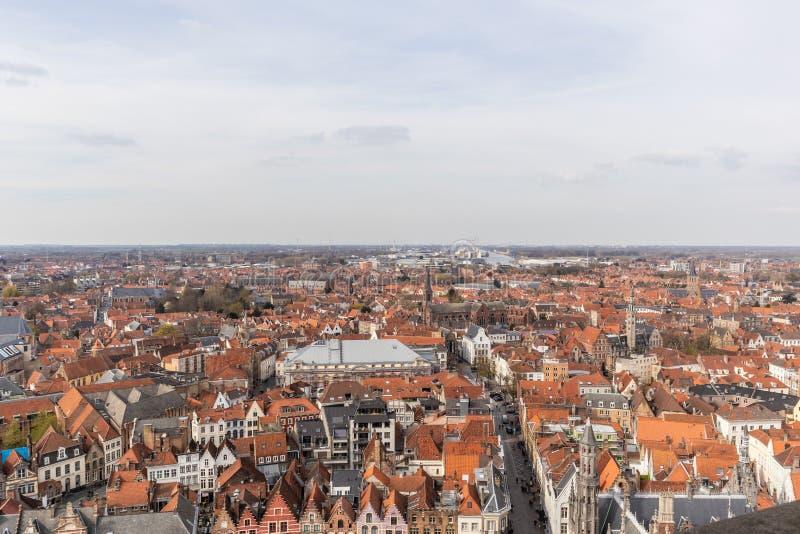 Bruges Belgien - APRIL 05, 2019: Sikt fr?n ovanf?r klockstapeltornet i Bruges omr?de moscow en panorama- sikt royaltyfri fotografi