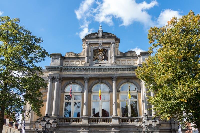 BRUGES BELGIEN EUROPA - SEPTEMBER 26: Utsmyckad byggnad i Bruge royaltyfria foton