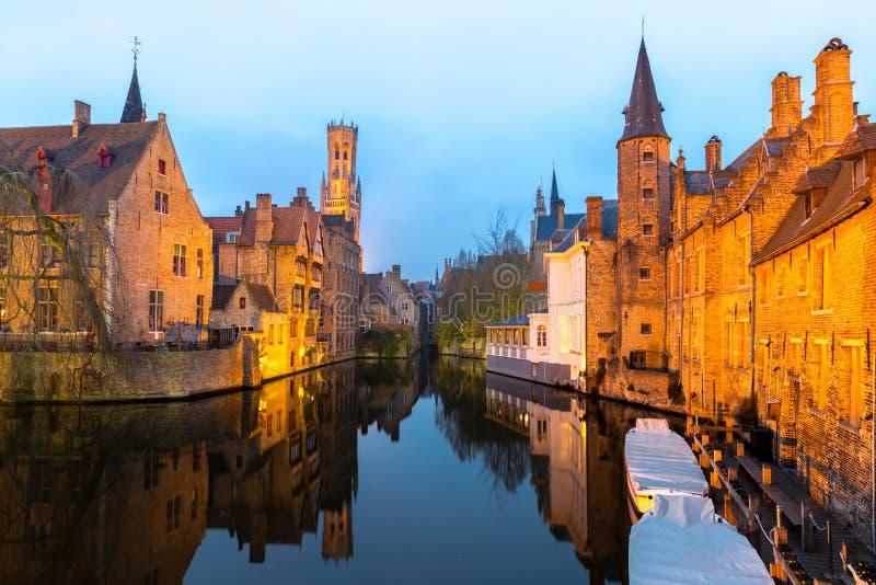 Bruges, Belgique au crépuscule images stock