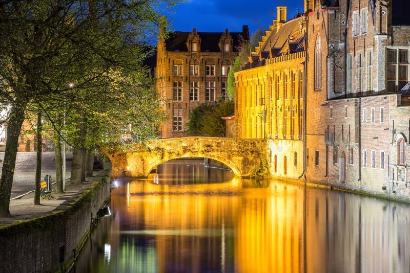 Bruges, case e canali fotografie stock libere da diritti