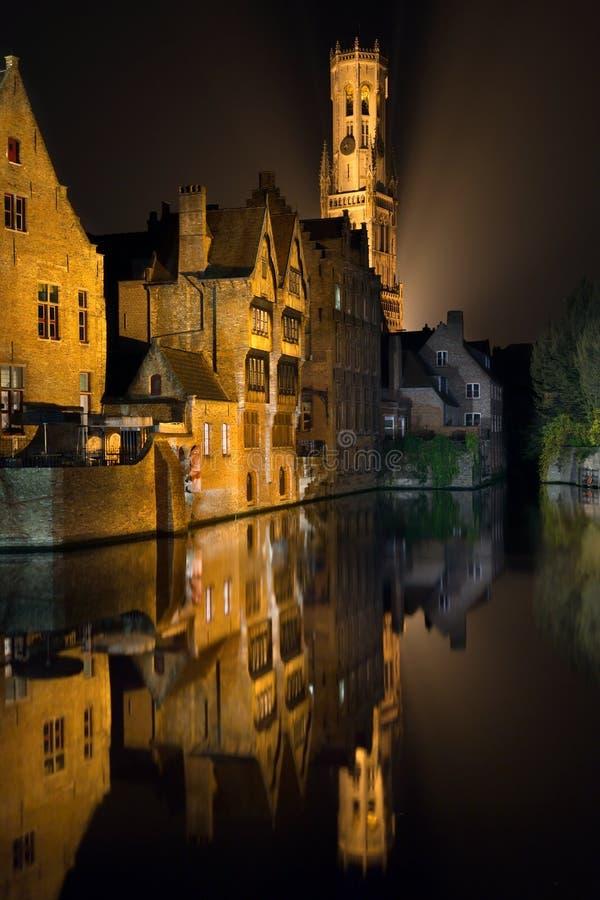 Bruges em Flanders na noite fotografia de stock