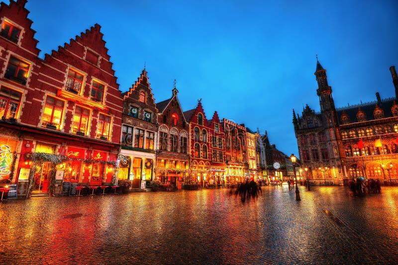 Bruges marknadsfyrkant Belgien royaltyfri fotografi