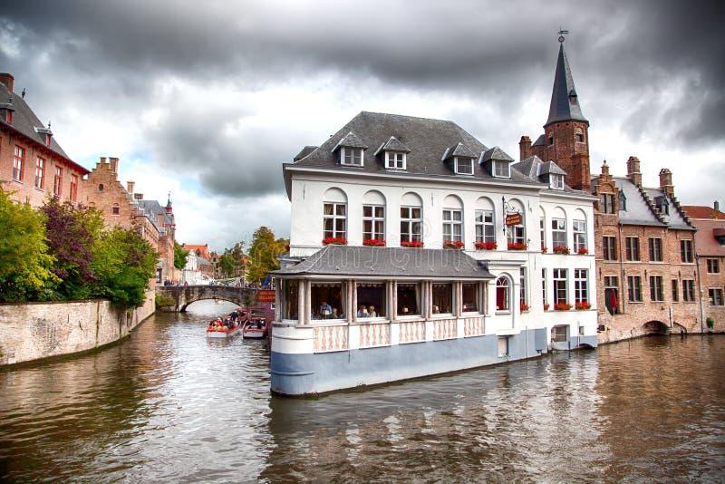 Bruges medeltida kanaler royaltyfria bilder