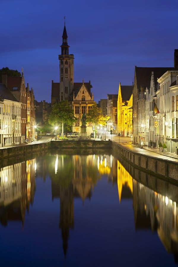 Bruges Poortersloge na noite fotos de stock