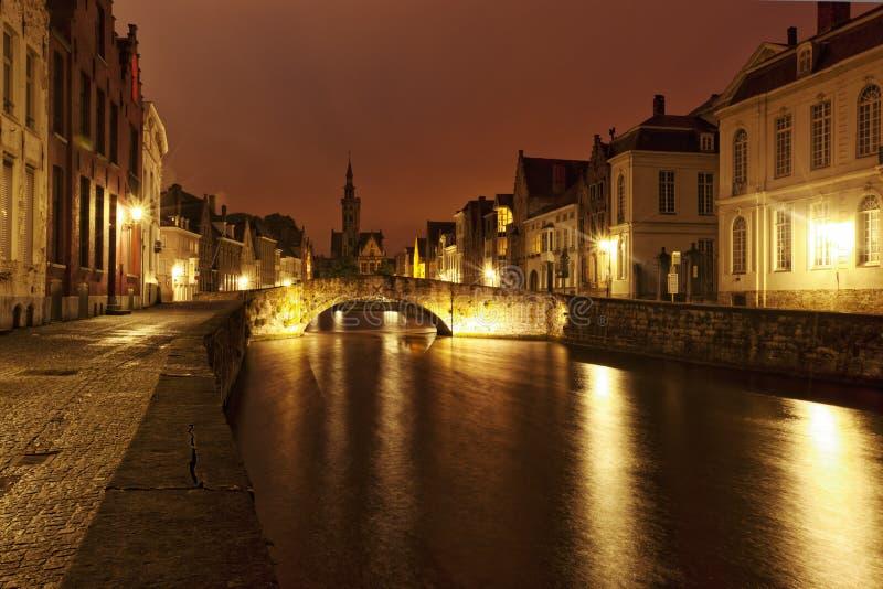 Bruges romântica na noite fotografia de stock royalty free