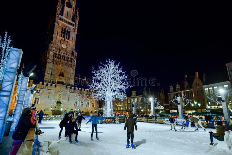 BRUGGE, BELGIË - DECEMBER 05 2016 - vierkant van de Kerstmis het Oude Markt in Brugge stock fotografie