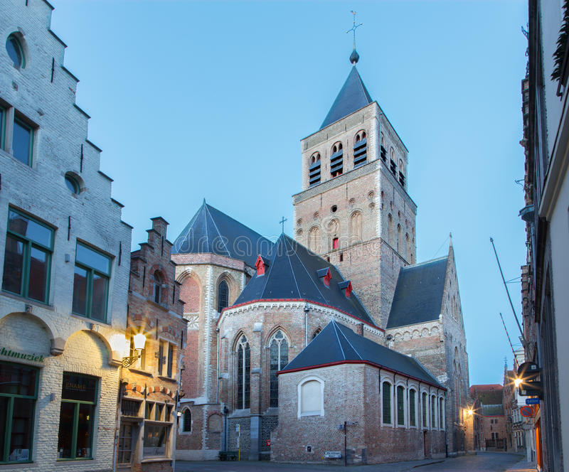 BRUGGE, BELGIË - JUNI 12, 2014: Kerk van st Jacob in ochtend royalty-vrije stock afbeelding