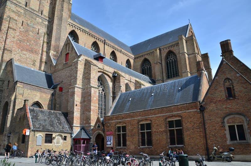 Brugge, België - Mei 11, 2015: Mensen bij de St Salvator Kat royalty-vrije stock foto