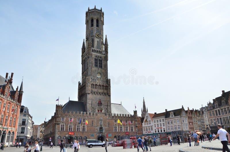 Brugge, België - Mei 11, 2015: Toerist op Grote-Marktvierkant in Brugge, België stock foto's