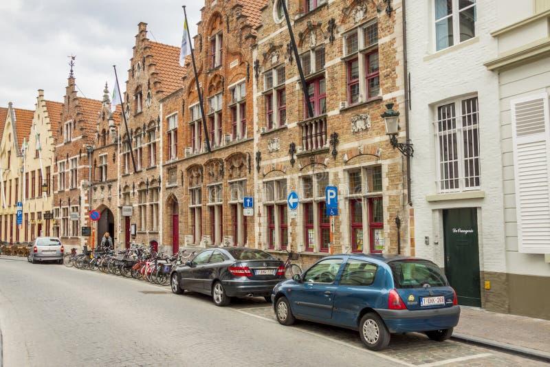 BRUGGE BELGIEN - APRIL 22: Folk som går på nollan royaltyfria bilder