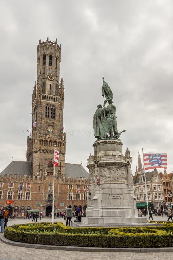 BRUGGE BELGIEN - APRIL 22: Marknadsställe (Grote mor royaltyfri fotografi