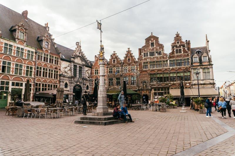 Brugge Belgien - November, 2017: Brugge medeltida historisk stad Brugge gator och historisk mitt kanaler och byggnader Brugge arkivbilder