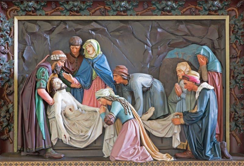 Brugge - de Begrafenis van de Hulp van Christus in st Giles (Sint Gilliskerk) als deel van de Hartstocht van de cyclus van Christ royalty-vrije stock afbeelding