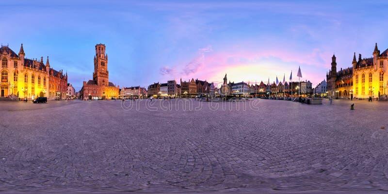 Brugge Grote Markt fyrkant med klockstapeln Belgien bruges arkivbild