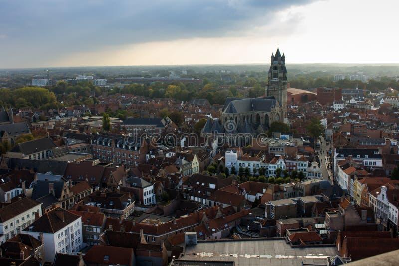Brugge hierboven wordt gezien die van stock afbeeldingen
