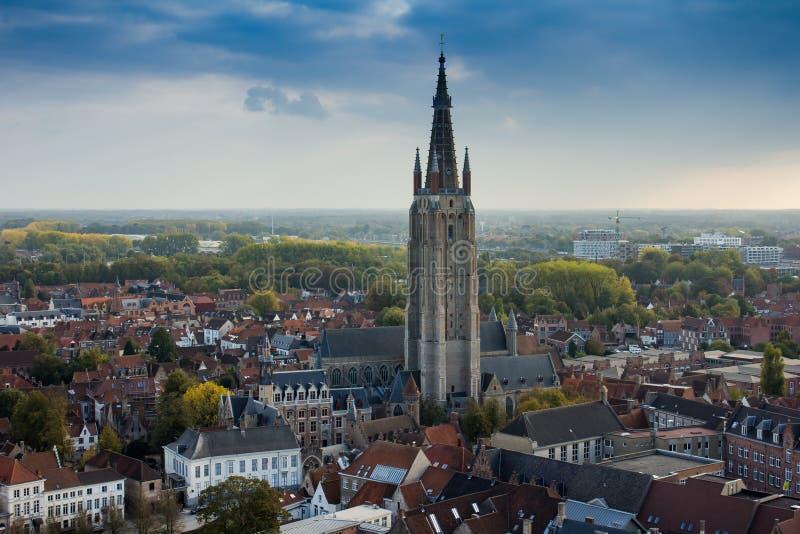 Brugge van Klokketorentoren die wordt gezien stock fotografie