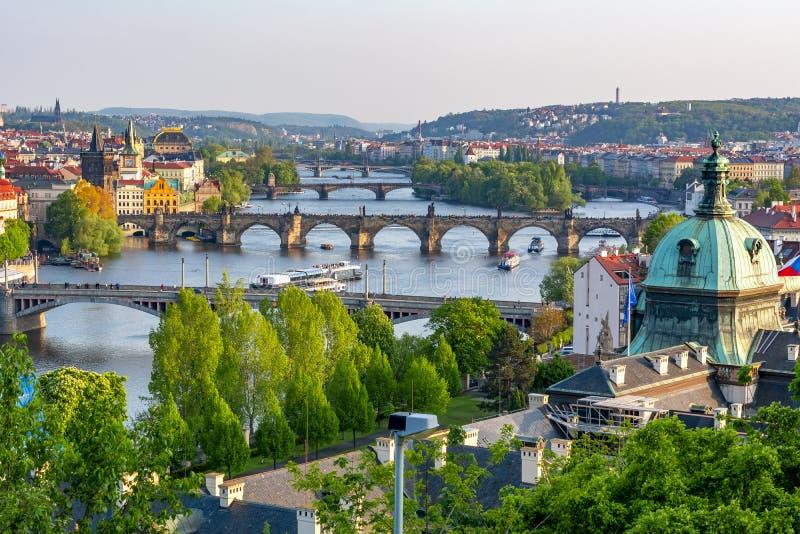 Bruggen over Vltava-rivier, Praag, Tsjechische Republiek stock fotografie