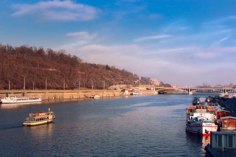 Bruggen van Praag, over Vltava stock foto