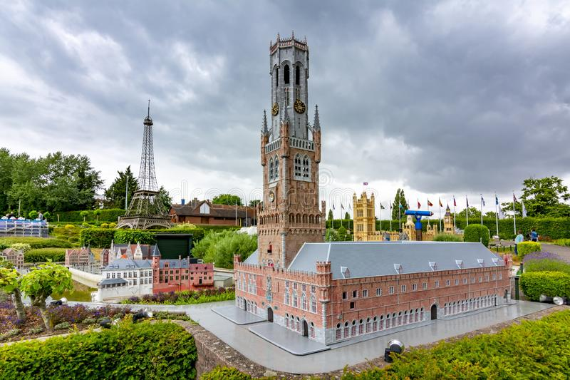 Brugges Town Hall, Big Ben en Eiffel Tower in mini Europe park, Brussel, België stock afbeelding