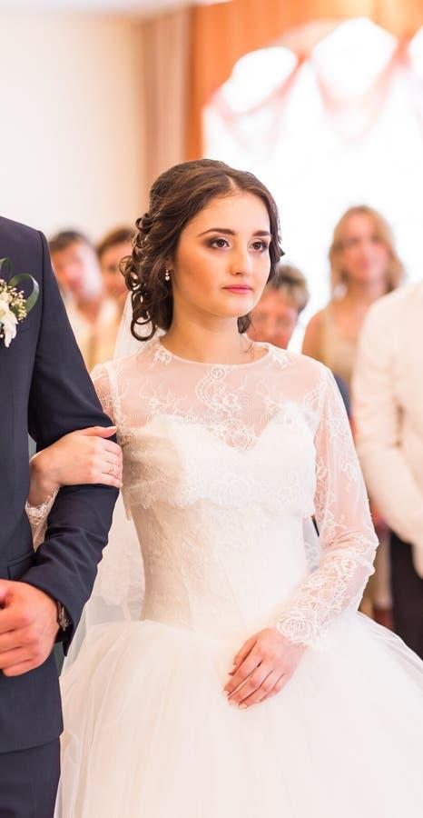 Bruid bij huwelijksceremonie stock foto