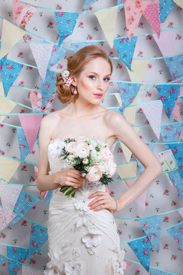 Makeup Het Mooie Portret Van Het Bruidhuwelijk Met