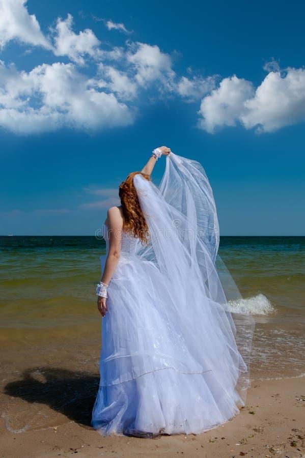 Bruid in de wind. royalty-vrije stock foto's