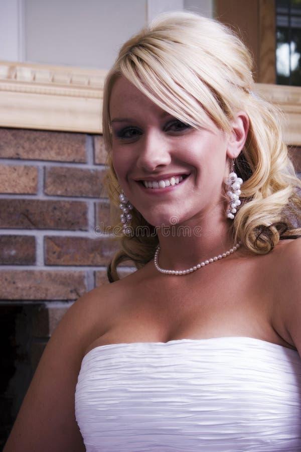 Bruid door mantel royalty-vrije stock foto's